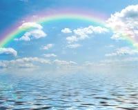 Fantasia de um céu azul e de um arco-íris com clo do cumulus imagem de stock royalty free