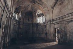 Fantasia místico templo abandonado assombrado Interior da igreja abandonada de Dmitry Solunsky Imagens de Stock