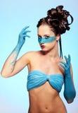 Fantasie-Blau Karosseriekunst des Mädchens stockfotos