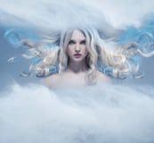 Fantasie expressief portret van een blondeschoonheid stock afbeeldingen