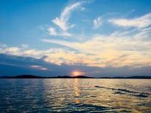 Fantasie mögen Sonnenuntergang des adriatischen Meeres lizenzfreies stockbild