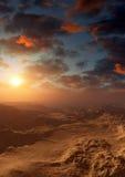 Fantasie-Wüsten-bedrohlicher Sonnenuntergang Stockfotografie