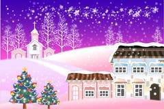 Fantasie-Weihnachtshintergrund auf schneebedecktem Dorf Stockfotos