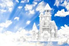 Fantasiekasteel van wolken in de 3D hemel, Royalty-vrije Stock Afbeeldingen