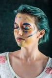 Fantasiemake-up mit Zwischenlage und farbigem Pulver lizenzfreies stockfoto