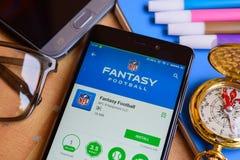 Fantasifotbollbärare app på den Smartphone skärmen royaltyfria bilder
