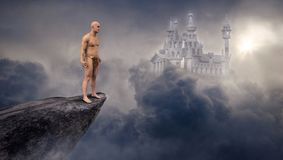 Fantasiscienceslott, klippa, moln arkivbilder