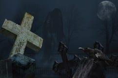 Fantasma con il corvo nel cimitero fotografie stock libere da diritti