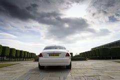 Fantasma de Rolls Royce delante de la planta de Goodwood el 11 de agosto de 2016 en Westhampnett, Reino Unido Foto de archivo libre de regalías