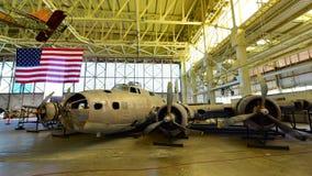 Fantasma del pantano del bombardero de la fortaleza del vuelo de Boeing B-17E en la exhibición en el museo pacífico de la aviació Imagen de archivo libre de regalías