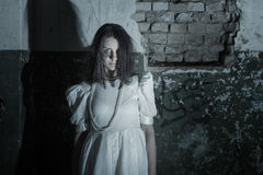 Fantasma en la pared vieja del fondo Fotos de archivo