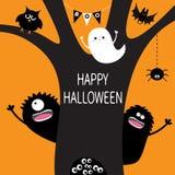 Fantasma, web de araña colgante, monstruo, búho, globos del ojo del ojo en hueco Silueta negra del árbol Carbón de leña lindo fan Fotografía de archivo