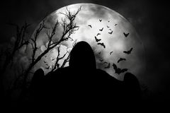 Fantasmas en la noche horrible de Halloween Imagenes de archivo