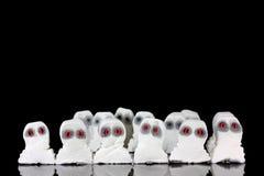 Fantasmi bianchi diabolici in una folla Immagine Stock