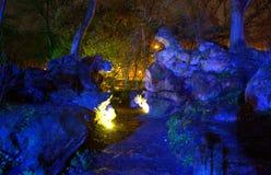 Fantasmi come le rocce illuminate nel parco Fotografie Stock Libere da Diritti