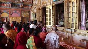 Fantaster besökte den Dashrath Mahal templet i Ayodhya arkivfilmer