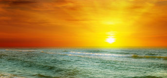 Fantastic sunrise on the ocean Royalty Free Stock Photos