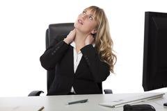 Fantasticare di seduta della donna di affari Fotografia Stock
