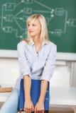 Fantasticare donna nell'aula Fotografia Stock Libera da Diritti