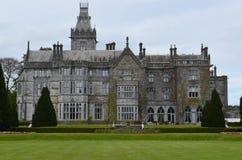 Fantastisch bekijk Adare-Manor in Ierland Stock Foto's