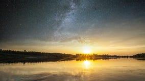 Fantastisch landschap die door zonlicht gloeien Dag en nacht collagelandschap Royalty-vrije Stock Fotografie