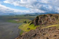 Fantastisch landschap met mening aan de heuvels en de bergen, IJsland stock foto