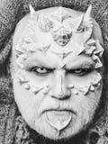 Fantastisch maak omhoog verschrikkingsmens of monster met doornen op gezicht met make-up royalty-vrije stock fotografie