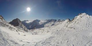 Fantastische Ansicht an der Ankunft der Kabelbahn Presena zum Gletscher Adamello, Lobbie, Presanella und Pian di Neve Stockbilder