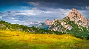 Fantastische de zomerscène van de Sass DE Stria bergketen Royalty-vrije Stock Foto