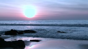 Fantastische kleur sanset op oceaanpanorama stock video