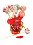 Fantastische Kuchenknalle verziert für Valentinstag Stockfoto
