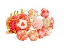 Fantastische Kuchenknalle verziert für Valentinstag Lizenzfreies Stockbild