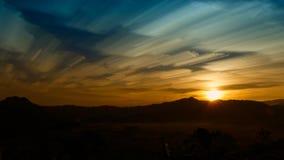 Fantastische mening van de donkere donkere hemel Dramatisch en picturesqu Stock Foto's