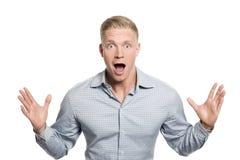 Überraschter junger Geschäftsmann mit den Händen oben. Stockbild