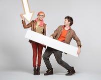 Fantastische Paare, welche die Zeichen spielen Stockfotografie