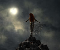 Fantastische strijdersvrouw in het maanlicht Royalty-vrije Stock Afbeeldingen