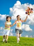 Fantastische Szene der glücklichen Kinder Stockfotografie