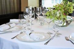 Fantastische Tabelle eingestellt für ein Abendessen Stockbild