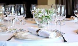 Fantastische Tabelle stellte für ein Abendessen ein Lizenzfreie Stockbilder