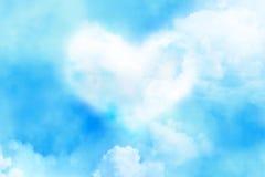 Fantastische Wolke des Herzens im Himmelhintergrund Stockfotografie