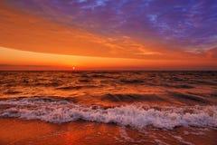 Fantastische zonsondergang over het overzees Stock Afbeeldingen