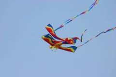 Fantastischer Drachen-blauer Himmel Stockfotografie