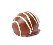 Fantastischer Schokoladenball auf weißem Hintergrund, Schokoladendonuts ist lizenzfreies stockbild
