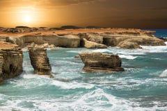 Fantastischer Sonnenuntergang an der Küste zypern Lizenzfreies Stockbild