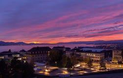 Fantastischer Sonnenuntergang Stadt von Lausanne Lizenzfreie Stockfotografie