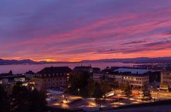 Fantastischer Sonnenuntergang Stadt von Lausanne Schweizer Stockbild