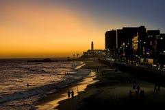 Fantastischer Sonnenuntergang und Leuchtturm Stockbilder