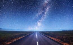 Fantastischer sternenklarer Himmel und die Milchstraße Stockbild