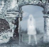 Fantastischer transparenter Geist der weißen Frau Stockfoto
