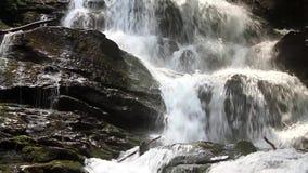 Fantastischer Wasserfall stock footage